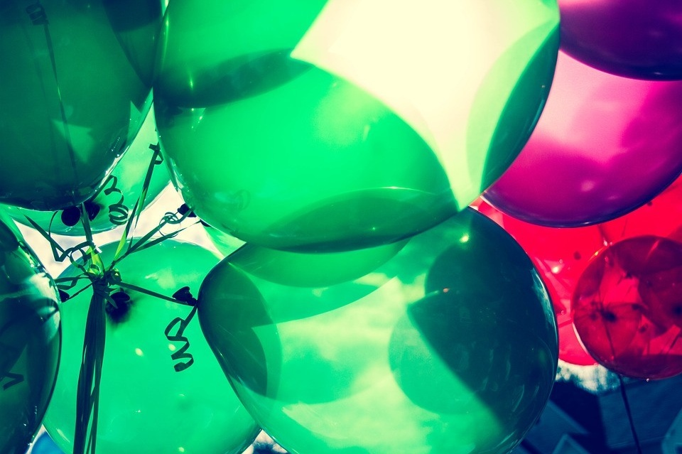 Huluballoons